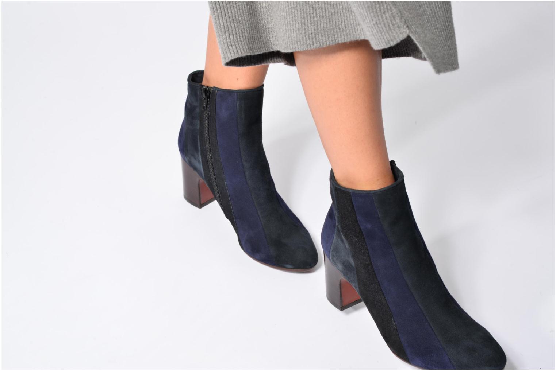 Bottines et boots Chie Mihara Fantia Bleu vue bas / vue portée sac