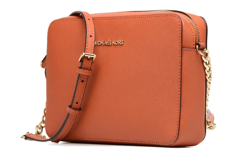 Sacs à main Michael Michael Kors LG EW Crossbody Orange vue portées chaussures