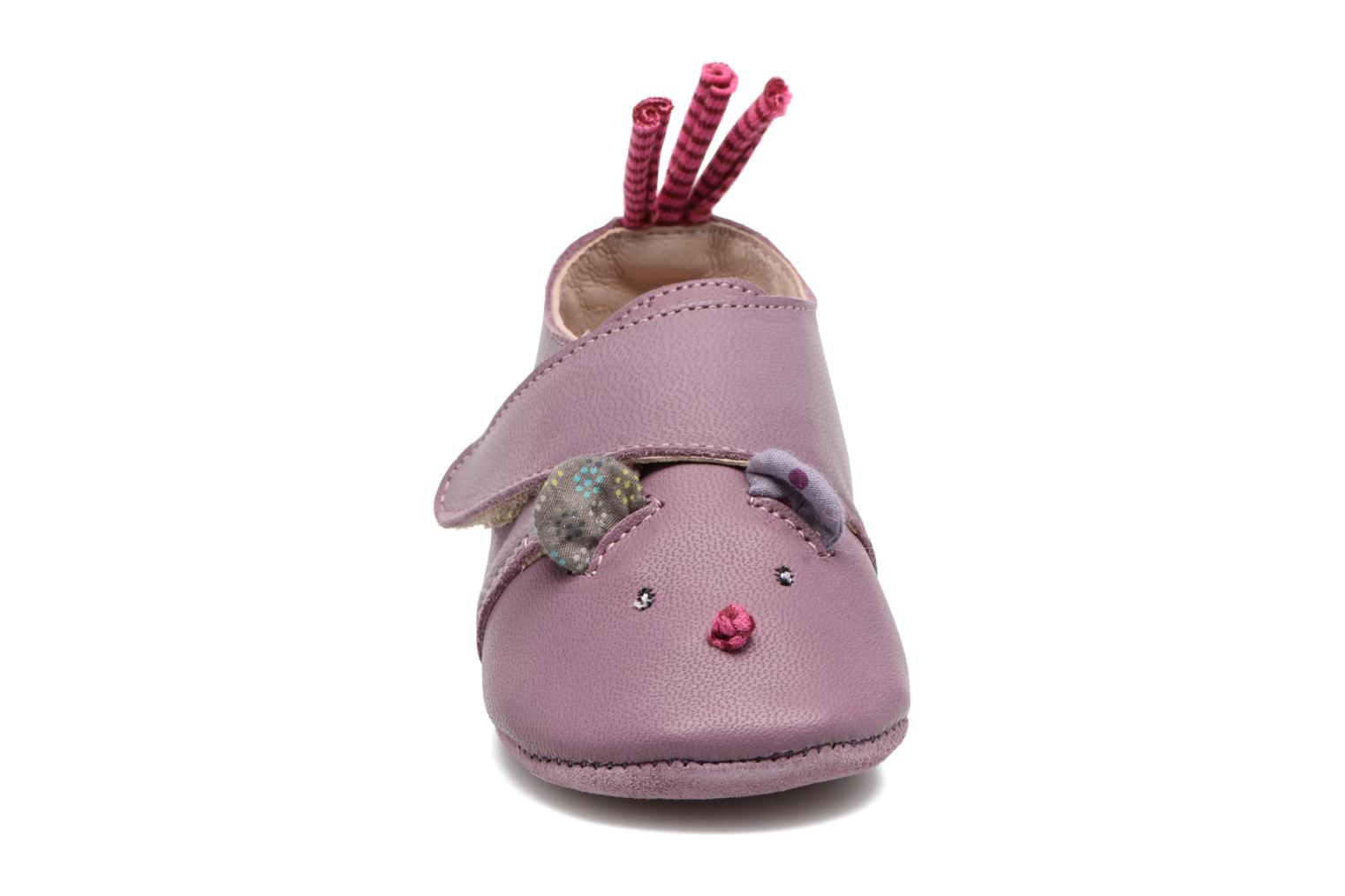 Chaussons Babybotte Souris - Moulin Roty Violet vue portées chaussures