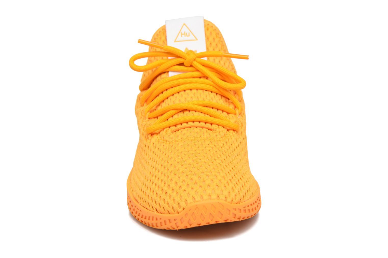 Sneakers Adidas Originals Pharrell Williams Tennis Hu J Giallo modello indossato