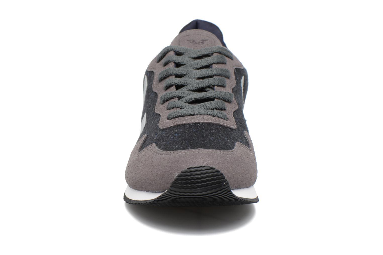 Baskets Veja SDU FLANNEL Gris vue portées chaussures