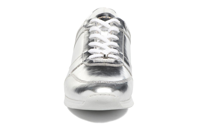 Baskets Vagabond Shoemakers Kasai 4425-083 Argent vue portées chaussures