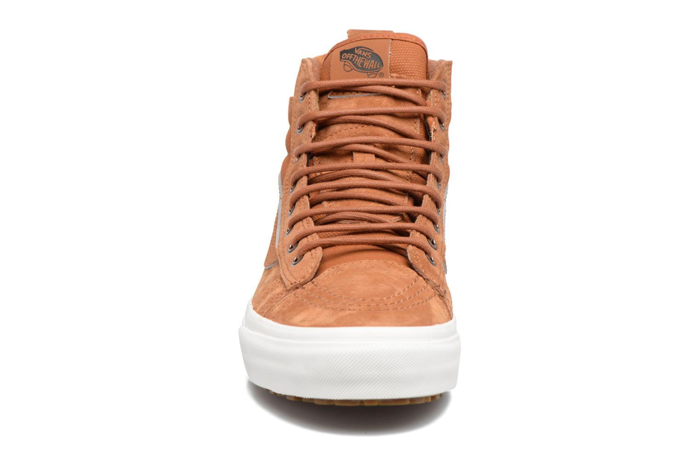 Baskets Vans SK8-Hi MTE DX Marron vue portées chaussures