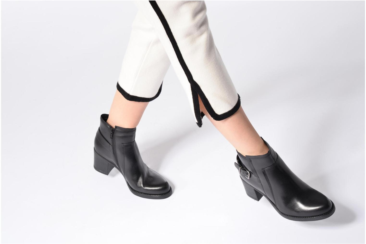 Ankle boots Tamaris Elwé Black view from underneath / model view