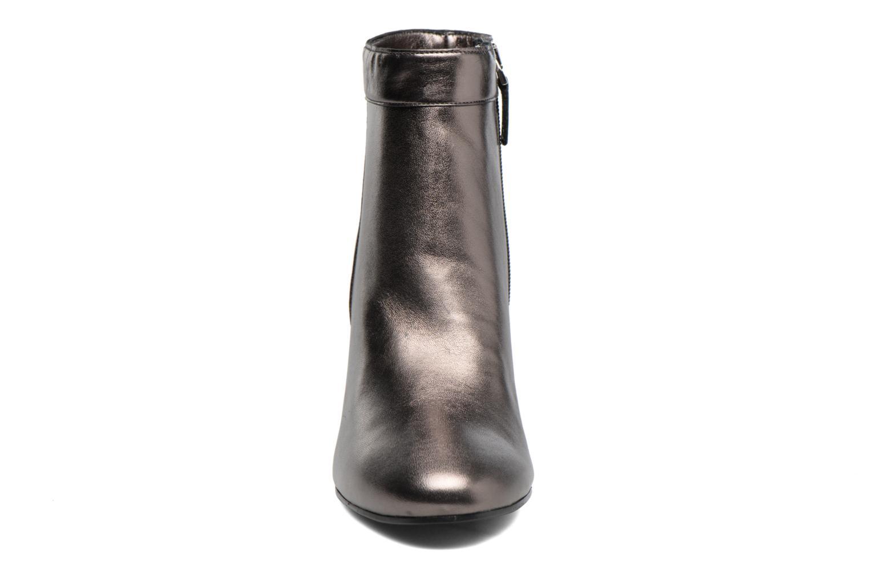 Bottines et boots Guess DORY Gris vue portées chaussures