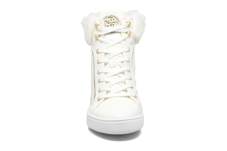 Baskets Guess FUR Blanc vue portées chaussures