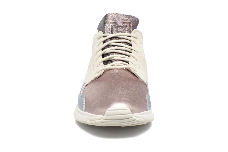 Baskets Le Coq Sportif LCS R Flow Metallic Beige vue portées chaussures