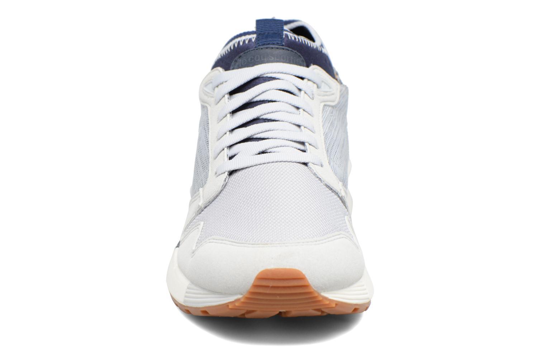 Baskets Le Coq Sportif Omicron Craft Gris vue portées chaussures