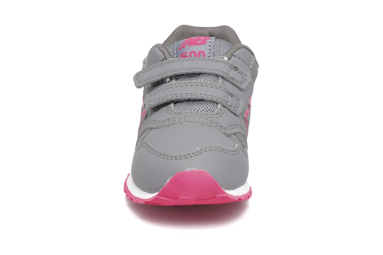 Sneakers New Balance KV500 I Grigio modello indossato