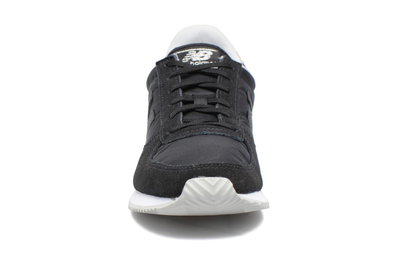 Baskets New Balance WL220 Noir vue portées chaussures