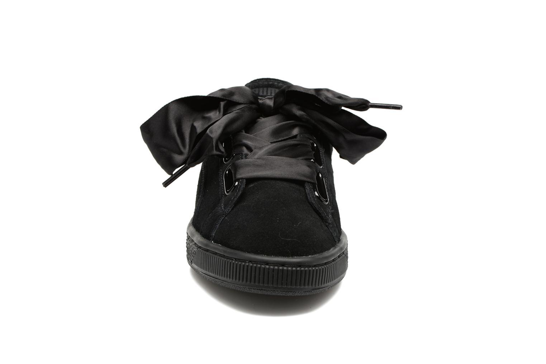Baskets Puma Wns Suede Heart Satin II Noir vue portées chaussures