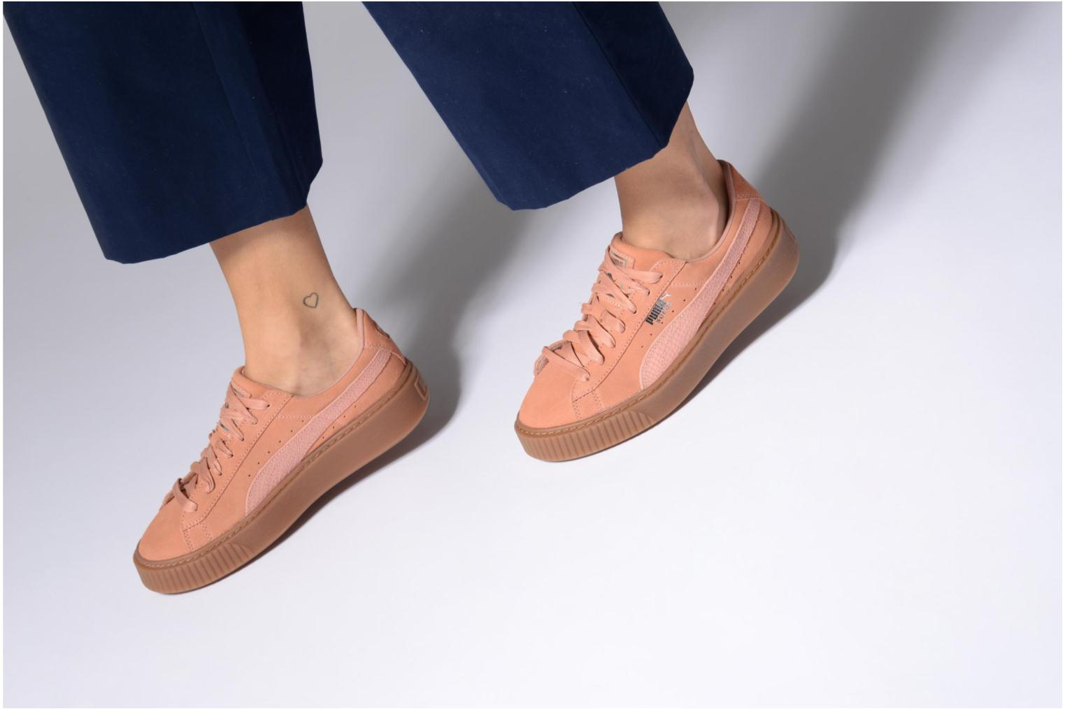 Trainers Puma Wns Suede Platform Gum.Cam Pink view from underneath / model view