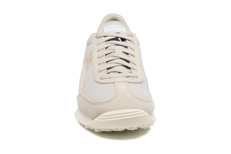 Baskets Puma Easy Rider Gris vue portées chaussures