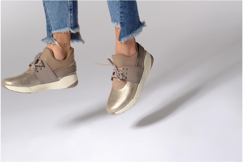 Sneaker Timberland Kiri Fly Chukka grau ansicht von unten / tasche getragen