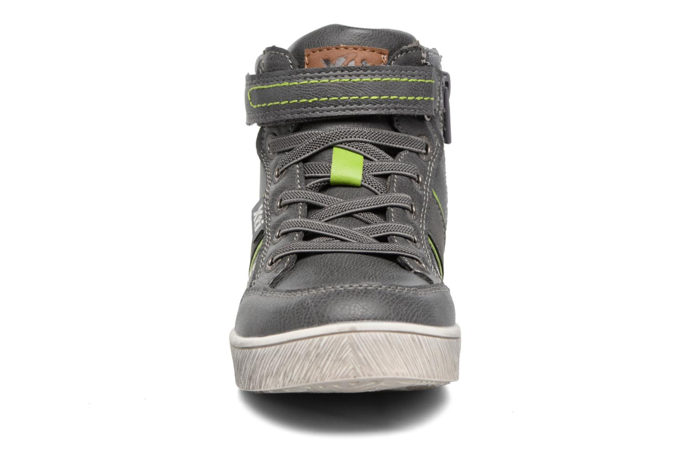 Sneakers Xti 55171 Grigio modello indossato