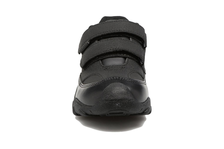 Sneakers Pediped Highlander Nero modello indossato