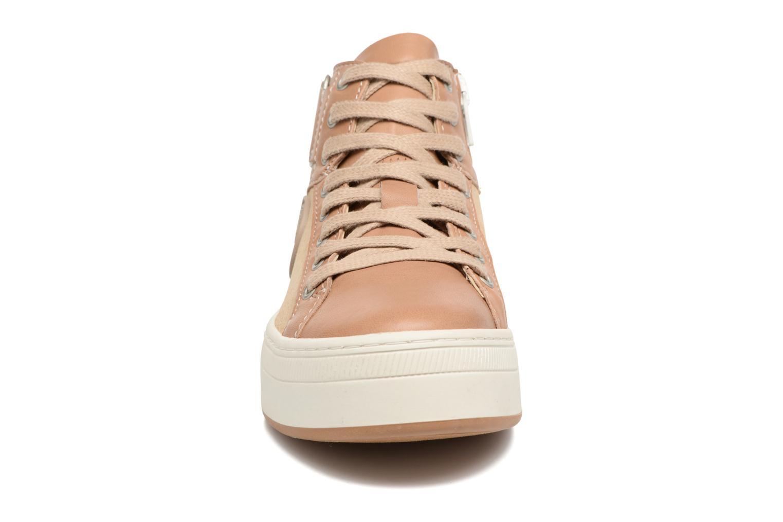 Baskets Pataugas PIAF F Marron vue portées chaussures
