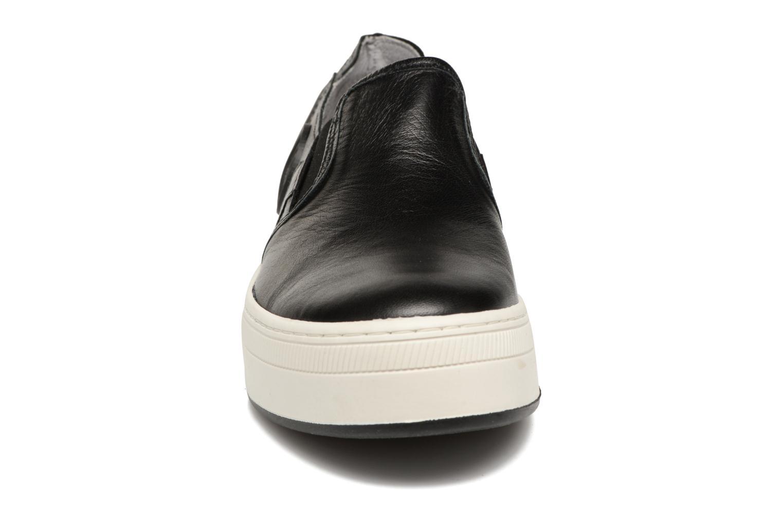 Baskets Pataugas PILI Noir vue portées chaussures