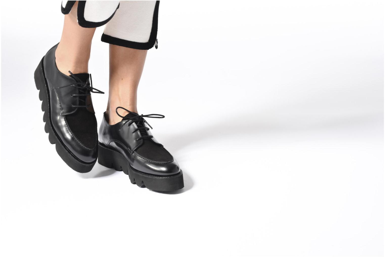 Schnürschuhe Anaki Stacey schwarz ansicht von unten / tasche getragen