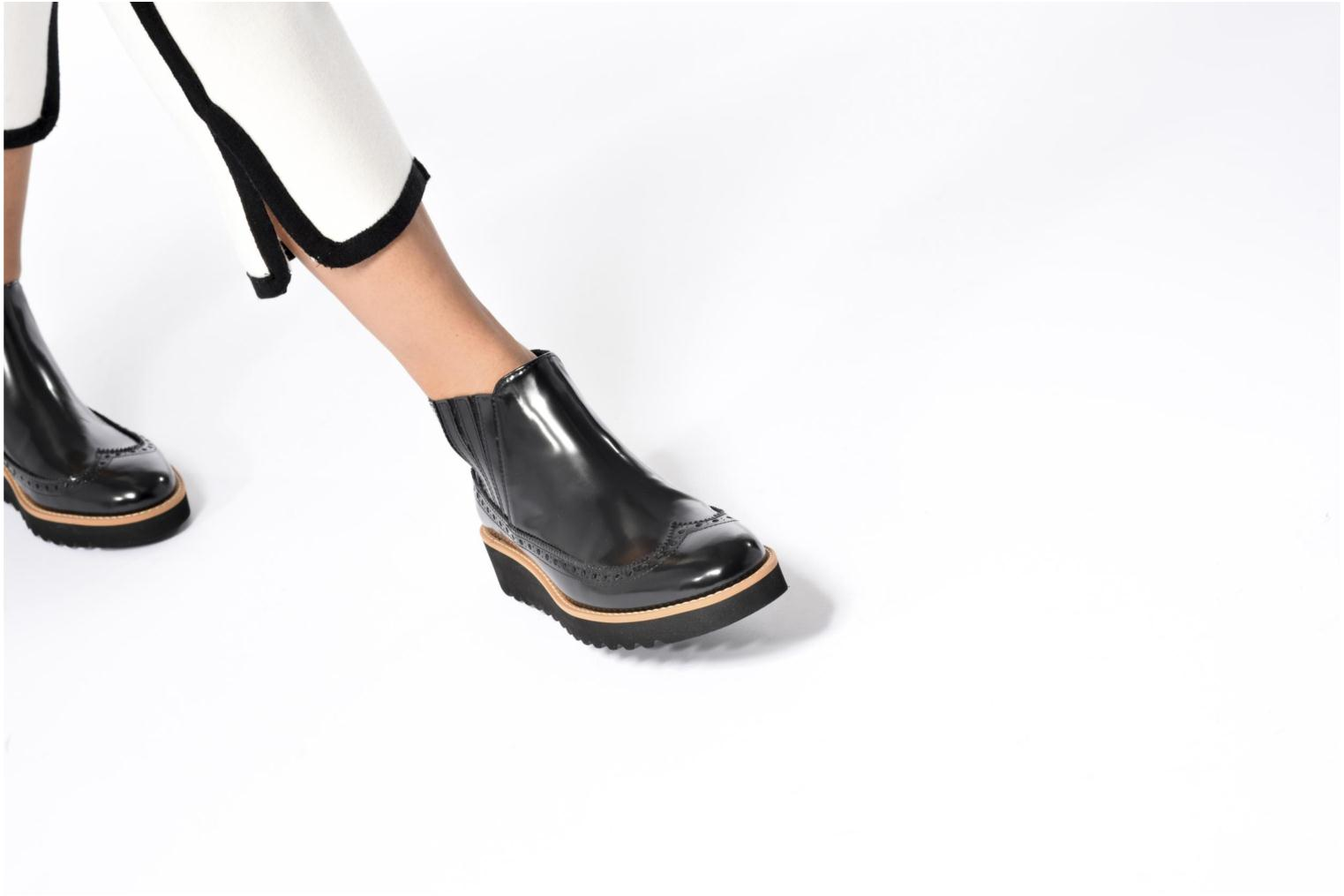 Ankle boots Anaki Connor Black view from underneath / model view