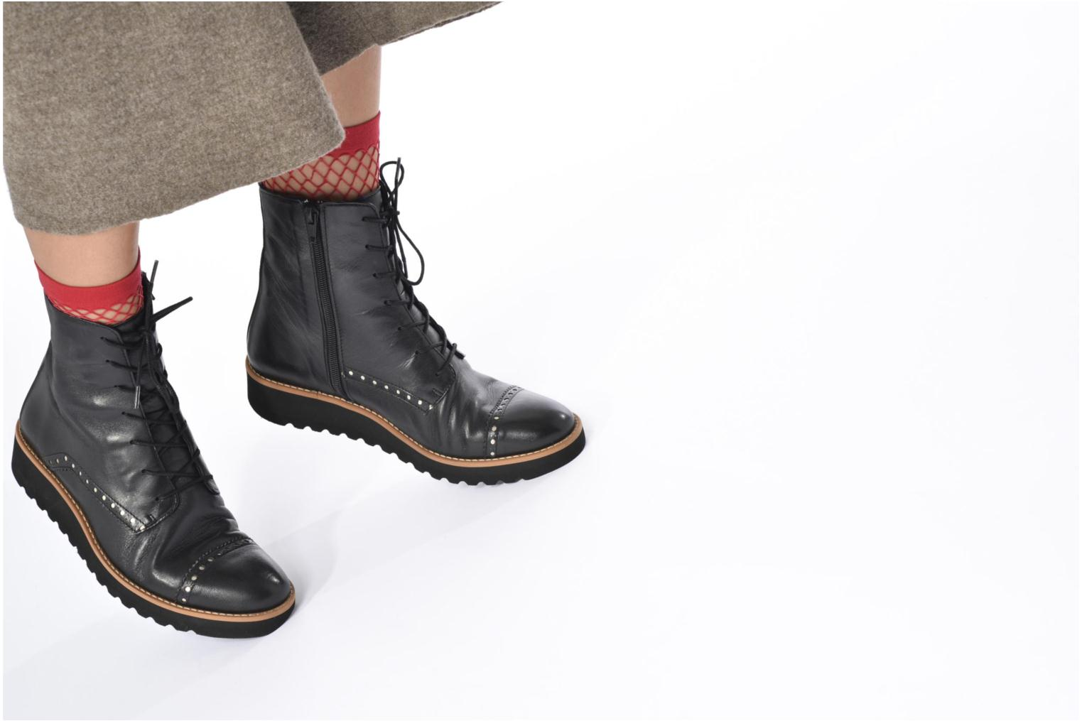 Ankle boots Anaki Johnny Black view from underneath / model view