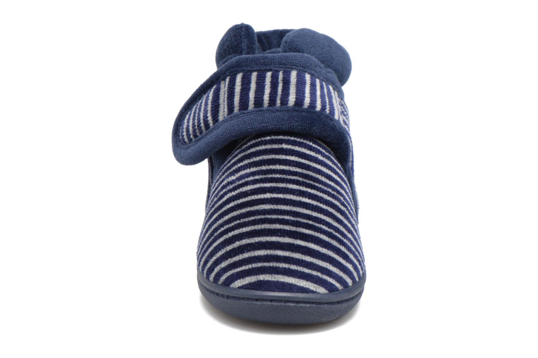 Chaussons Isotoner Botillon Velcro Velours Bleu vue portées chaussures