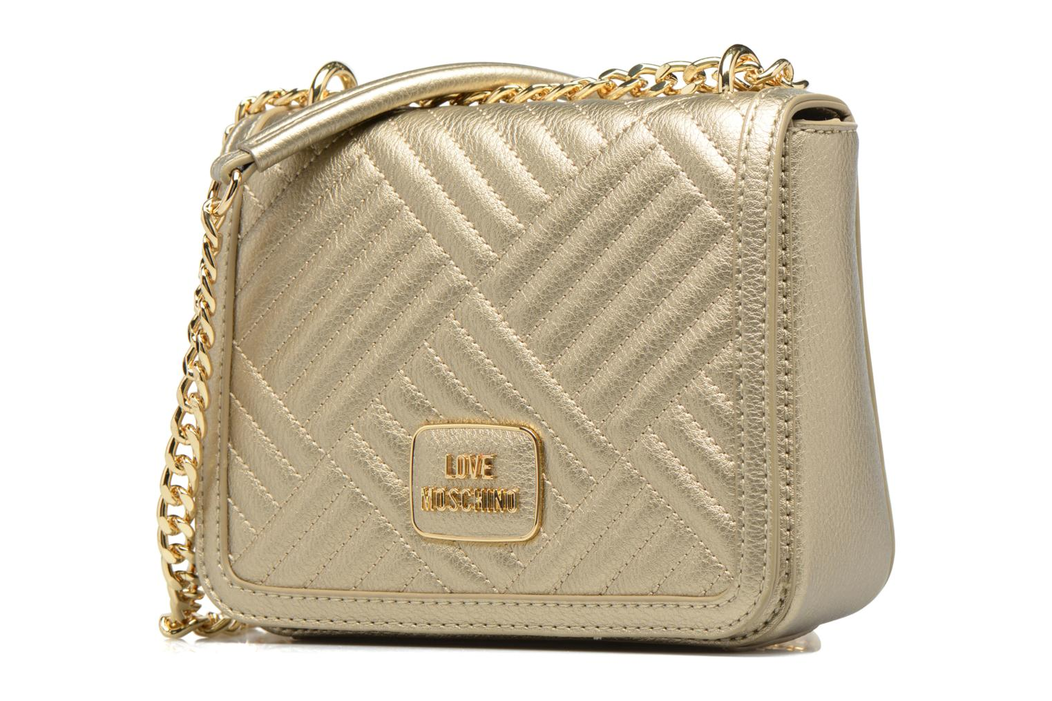 Borse Love Moschino Crossbody Chaine Shiny Quilted Oro e bronzo modello indossato