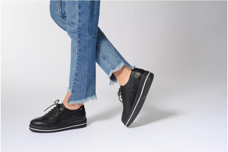Chaussures à lacets MTNG Muestra Noir vue bas / vue portée sac