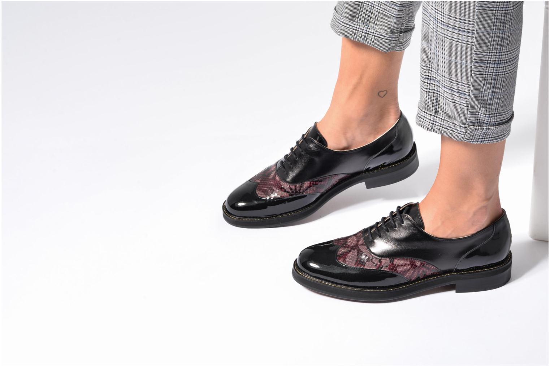 Chaussures à lacets MAURICE manufacture Jill Bordeaux vue bas / vue portée sac