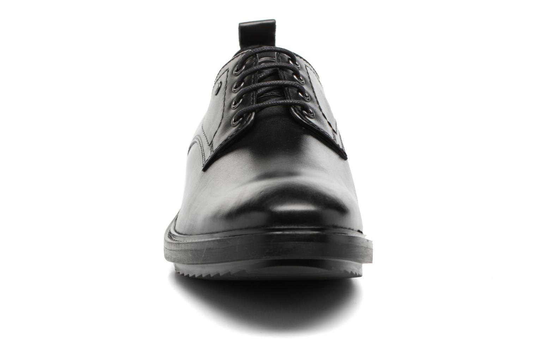 Zapatos con cordones Base London Elba Negro vista del modelo