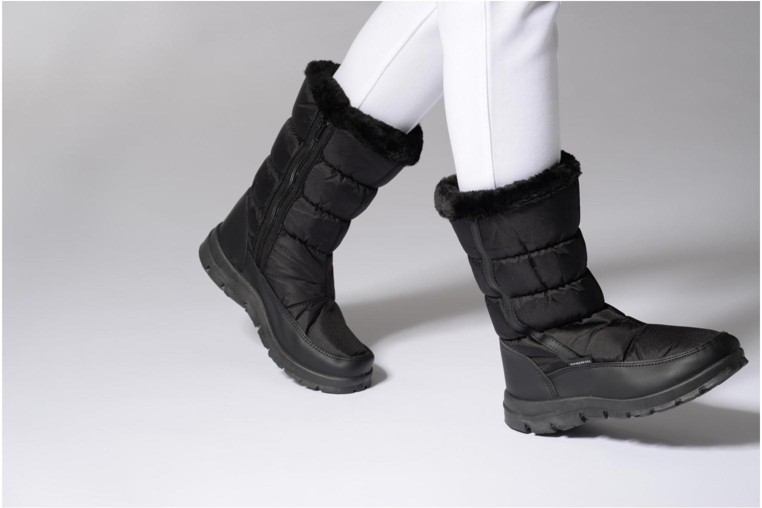Sport shoes Kimberfeel Cleya Black view from underneath / model view