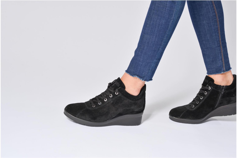 Sneaker The Flexx Paul Walker schwarz ansicht von unten / tasche getragen