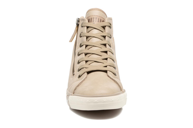 Baskets Mustang shoes Bala Beige vue portées chaussures