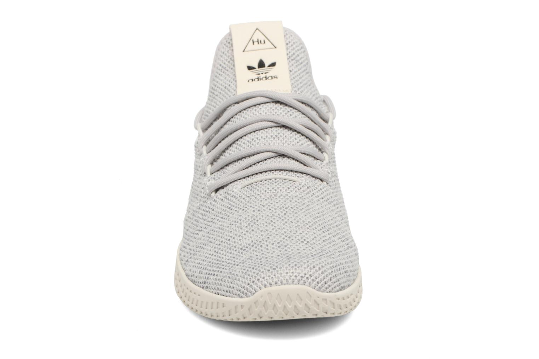 Baskets Adidas Originals Pharrell Williams Tennis Hu Gris vue portées chaussures