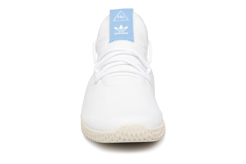 Baskets Adidas Originals Pharrell Williams Tennis Hu Blanc vue portées chaussures