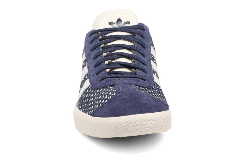 Baskets Adidas Originals Gazelle Pk Bleu vue portées chaussures