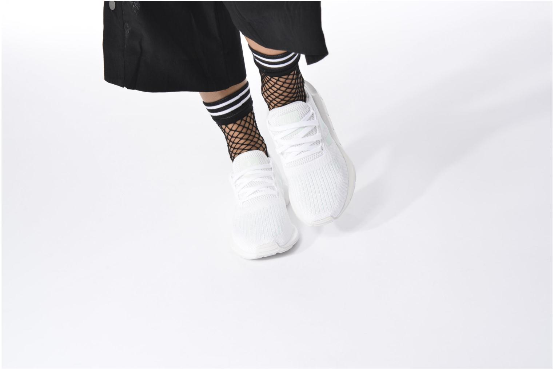 Baskets Adidas Originals Swift Run W Gris vue bas / vue portée sac