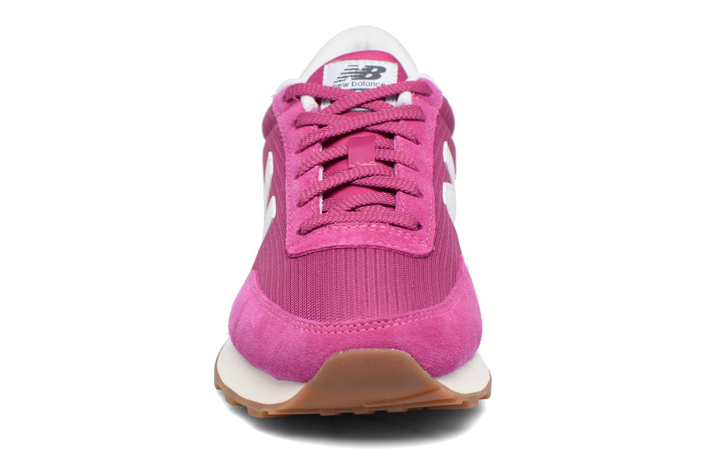 Baskets New Balance WL501 B Violet vue portées chaussures