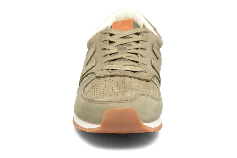 Baskets New Balance U420 D Vert vue portées chaussures