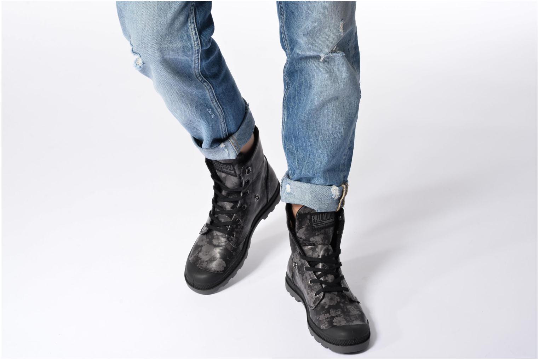 Bottines et boots Palladium Baggy Low Lp Flower Noir vue bas / vue portée sac