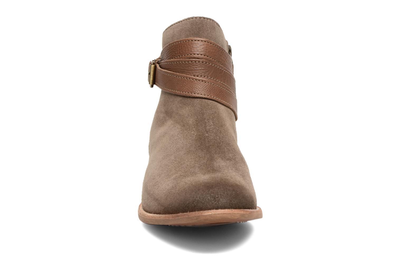 Bottines et boots Clarks Maypearl Edie Marron vue portées chaussures