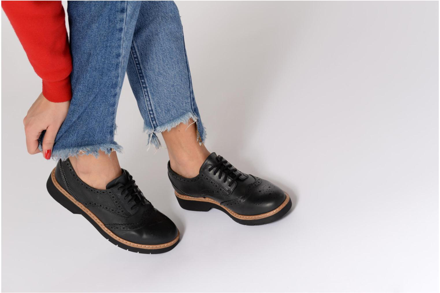 Lace-up shoes Clarks Witcombe Echo Brown view from underneath / model view