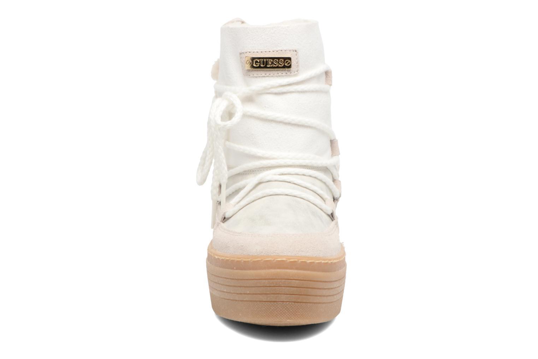 Bottes Guess Claudia Blanc vue portées chaussures