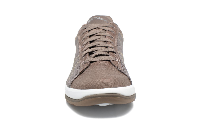 Baskets Skechers On the Go - Revolve Marron vue portées chaussures