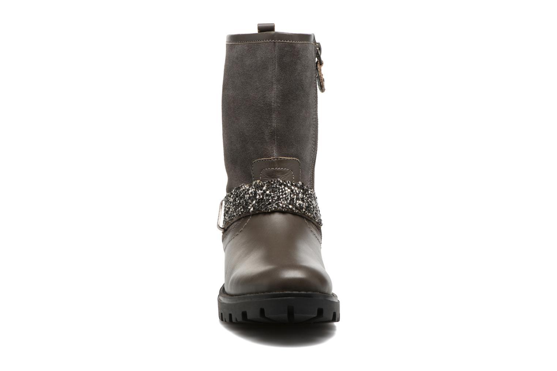 Bottes Gioseppo Motegi Gris vue portées chaussures