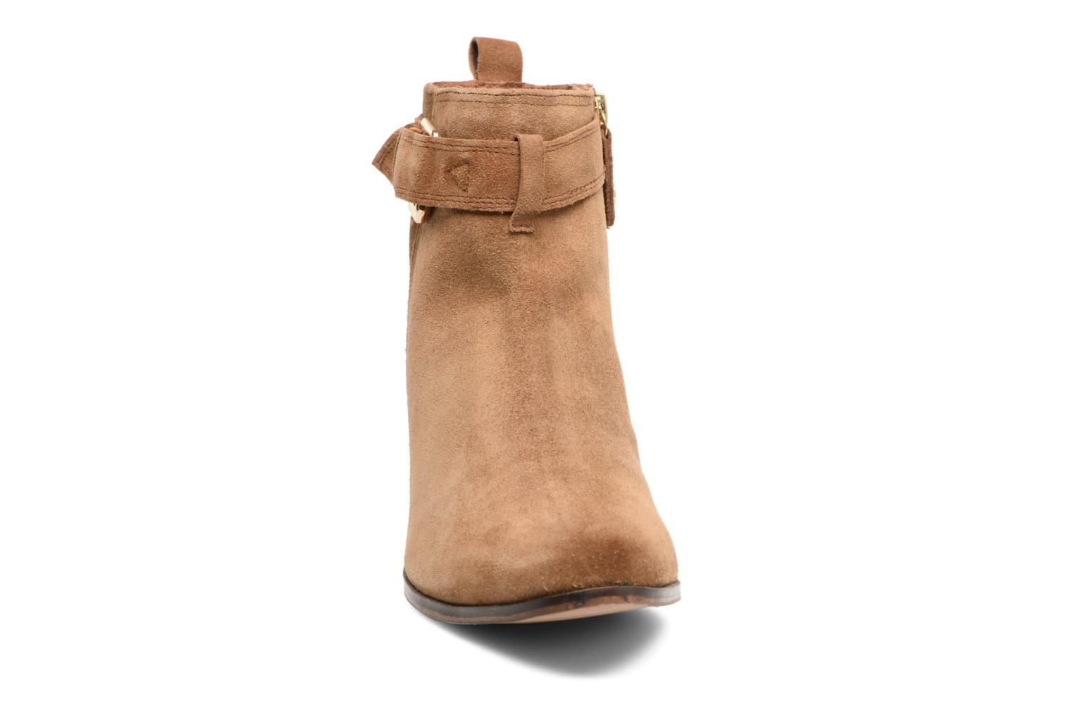 Ankle boots Gioseppo Dothan Brown model view