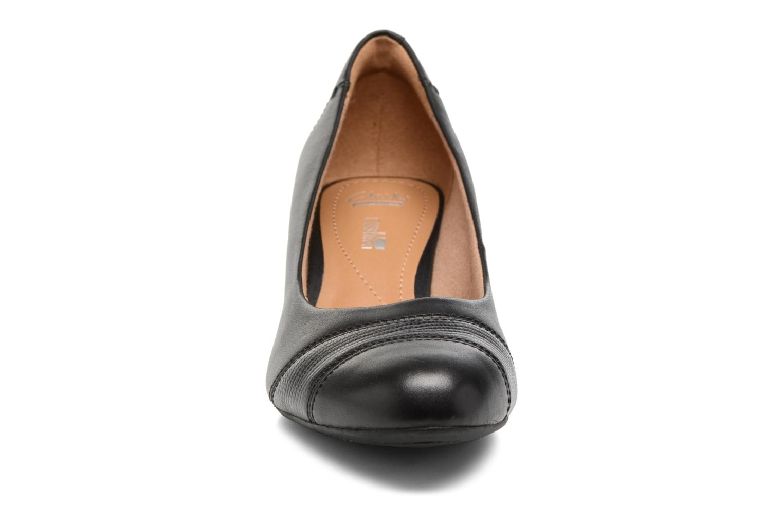 Ballerines Clarks Brielle Tacha Noir vue portées chaussures