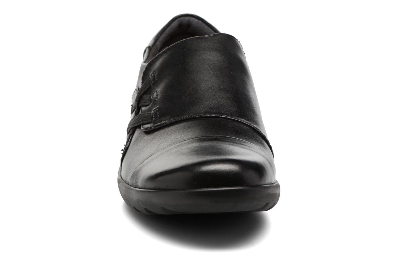 Mocassins Clarks Medora Sandy Noir vue portées chaussures