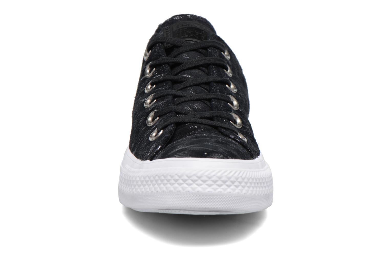 Sneakers Converse Chuck Taylor All Star Shimmer Suede Ox Nero modello indossato