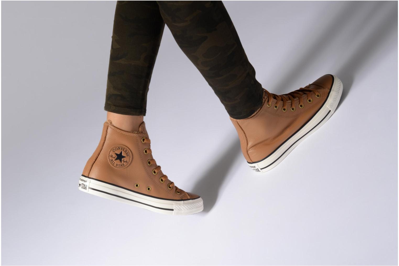Baskets Converse Chuck Taylor All Star Leather + Fur Hi Noir vue bas / vue portée sac